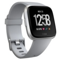 Fitbit Versa Cinzento / Prateado Alumínio - Smartwatch - Notificações Smartphone - Monitoramento da freqüência cardíaca - Autonomia de até 4 dias - Fases do sono - Submersível até 50 metros - Monitorar os comprimentos que você faz - Sincronização sem fio